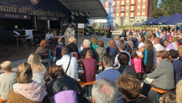 Oktoberfest Cuneo - Grande successo di pubblico - Un momento della Santa Messa