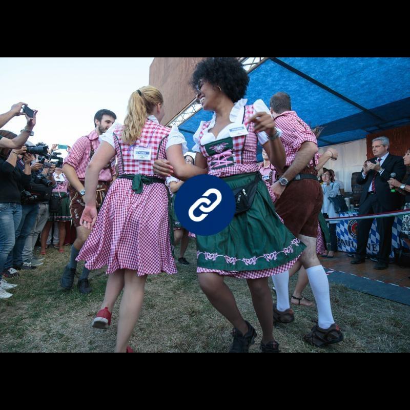 La birra tradizionale bavarese all'Oktoberfest di Cuneo